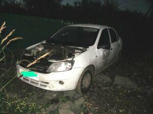 В Казани угонщики избили водителя, оторвали капот авто и выбросили в сад