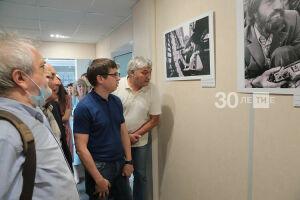 «Выставка о нас»: В Татмедиа открылась фотопоэма о журналистах советской Татарии