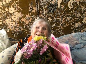 Ветеран здравоохранения Менделеевска отметила 95-летний юбилей