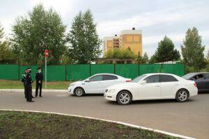Возле полилингвальной школы в Елабуге установили новый дорожный знак