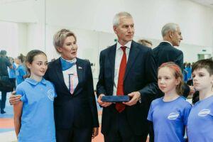 Памятную медаль с логотипом Школы Покровской вручили Матыцину синхронистки РТ