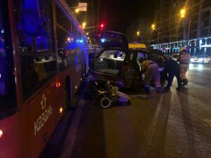 Три человека пострадали в ДТП с двумя иномарками и автобусом в Казани