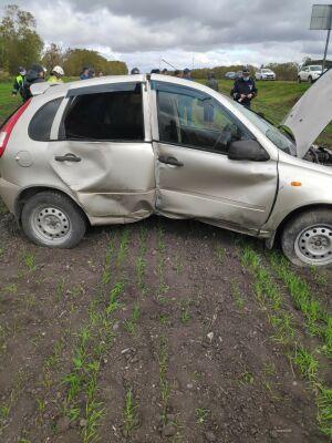 В Татарстане легковушка снесла столб и улетела в кювет, водитель в больнице