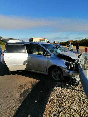 Легковушки врезались в ограждение после ДТП на трассе в РТ, пострадала автоледи