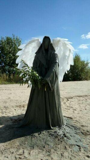 Зловещая фигура у Центра семьи «Казан» оказалась ангелом
