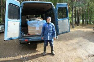 Неравнодушный житель Елабуги своими силами очищает берег Камы