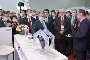 Новые технологии в сфере нефтегазохимии представили Минниханову на «Казань Экспо»