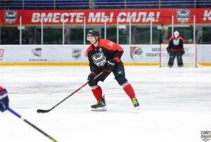 «Нефтяник» вновь одержал победу и вышел в лидеры чемпионата ВХЛ