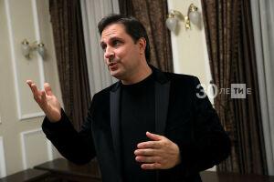 После яркой премьеры «Бал воров» Илья Славутский начал работу над новой пьесой