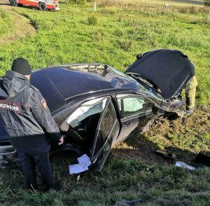 Водитель иномарки попал в больницу, вылетев на скорости с дороги в кювет в РТ