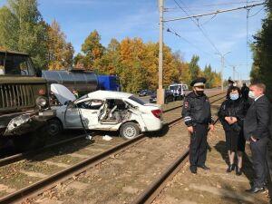 В Нижнекамске легковушка столкнулась с грузовиком, мать и маленький сын погибли