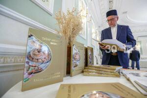 В Казани к 100-летию ТАССР презентовали книгу «Сокровища татарской кухни»