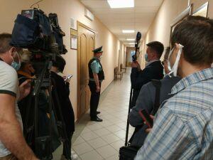 В суд Бугульмы доставили подозреваемого в убийстве бизнесмена Деданина