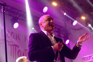 Клава Кока и «Хор Турецкого» споют у «Ак Барс Арены» для проголосовавших