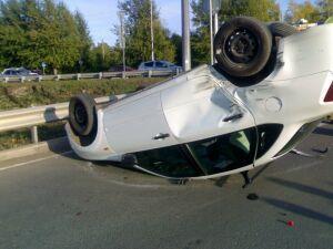 Авто завалилось на крышу после ДТП с кроссовером в РТ, пострадал один человек