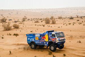 Экипажи «КАМАЗа» снова заняли три первых места на этапе ралли-марафона «Дакар»