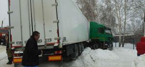 В Татарстане фура сбила пешеходов на зебре, двух женщин зажало под колесами