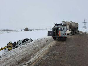 Водитель легковушки погиб в лобовом столкновении с грузовиком в РТ
