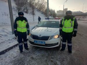В Казани инспекторы ДПС помогли доставить больного годовалого ребенка до больницы