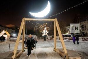 Луна и диджеи: в Гостином дворе Нацмузея Татарстана открыли необычный арт-объект