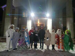 В Камском Устье победителям новогоднего оформления вручили денежные сертификаты