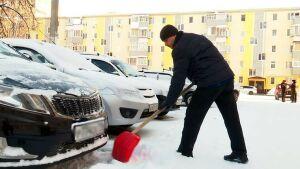 Нижнекамцы с улицы Вокзальная призвали горожан помочь дворникам убрать снег