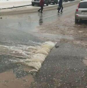 В Набережных Челнах из-за прорыва трубопровода затопило две улицы