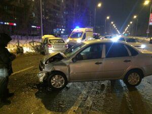 В Казани два авто столкнулись на перекрестке, один из водителей пострадал