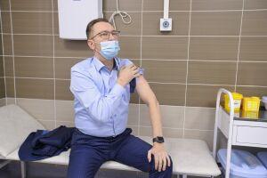 Андрей Кузьмин привился от коронавируса