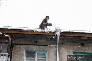 Нагуманов рассказал, что о сосульках на крышах можно сообщать ему в директ