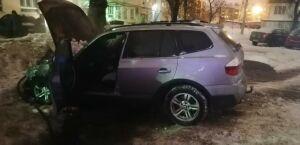 В Казани во дворе жилого дома сгорел автомобиль «БМВ»