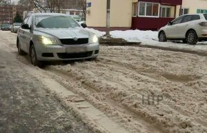 Дороги в нижнекамских дворах покрылись снежной кашей