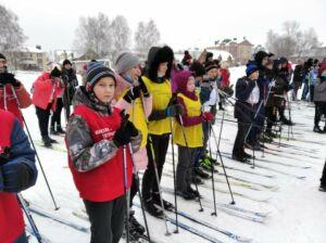 На лыжной базе Высокой Горы школьники посостязались в гонке