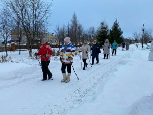 В Мамадыше начали проводить мастер-классы по скандинавской ходьбе