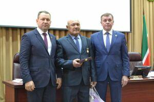 Ветеринарному врачу Алькеевского района присвоено почетное звание