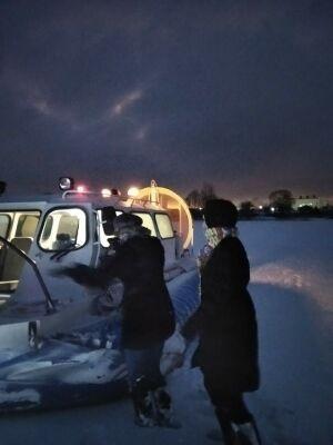 В Казани сняли со льда Волги женщин, испугавшихся идти в темноте на берег