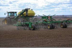 Зяббаров доложил о подготовке сельхозтехники к весенне-полевым работам