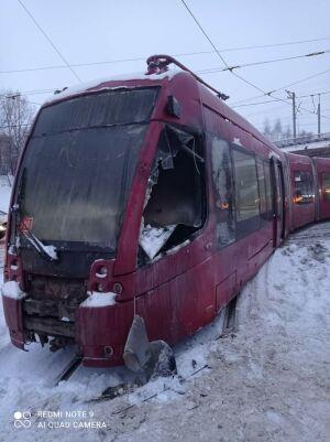 Утром в Казани под мостом на Сибирском тракте загорелся трамвай