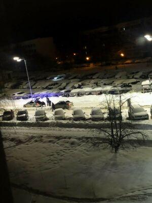 Полицейские Челнов пришли на помощь водителю, чья машина застряла в сугробе