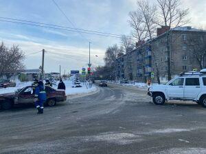 Два авто не разъехались на перекрестке в Казани, водитель одного из них пострадал