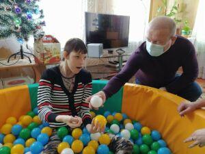 Глава Дрожжановского района исполнил новогоднее желание 13-летней девочки