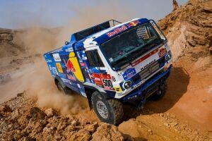 Экипаж «КАМАЗа» оштрафовали и лишили победы на 5-м этапе ралли «Дакар»
