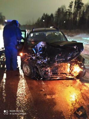 Водителя зажало в авто после лобового столкновения двух легковушек в РТ