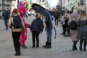 Мэрию Казани попросили взять под контроль работу зебр-аниматоров с улицы Баумана