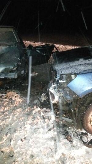 Два человека пострадали в лобовом столкновении легковушек в Татарстане