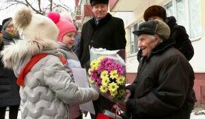 Для участника войны из Нижнекамска организовали уличный концерт