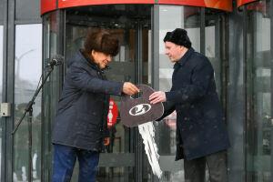 Минниханов передал сельхозуправлениям районов Татарстана новые автомобили
