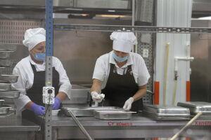 В Минобрнауки РТ обратили внимание на низкие зарплаты школьных поваров