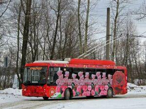В Казани для пассажиров троллейбусов приготовили 1,5 тыс. валентинок