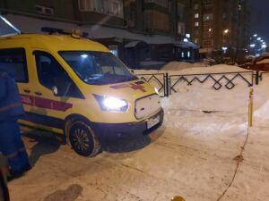 В Казани припаркованный «БМВ» почти час не давал машине скорой выехать из двора